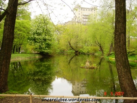 A picturesque scenery of the lake within the Garden.